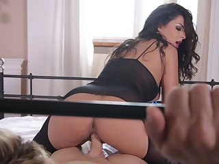 Amazing Coco de Mal riding her son like a goddess